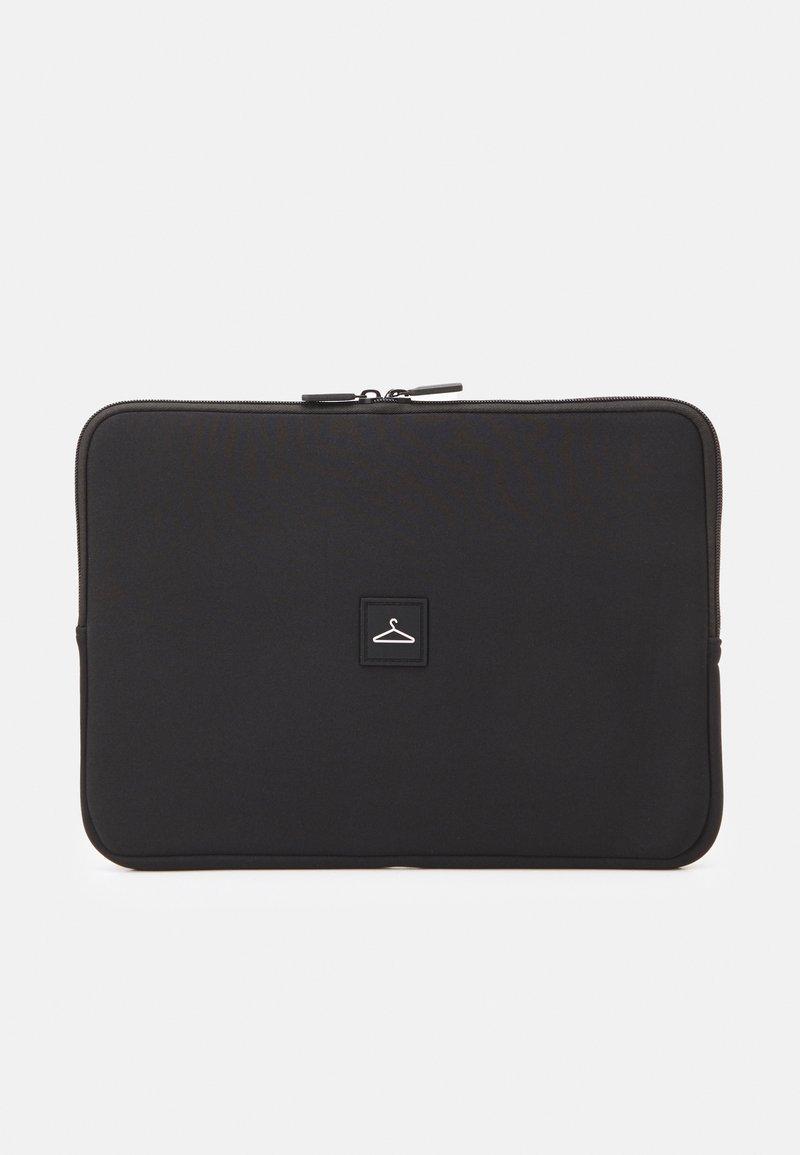 Holzweiler - HANGER LAPTOP COVER - Taška na laptop - black