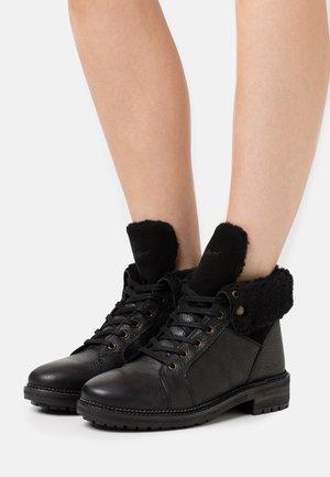 WATLACE - Snørestøvletter - black
