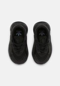 adidas Originals - OZELIA EL UNISEX - Sneakers basse - core black - 3