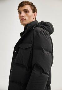 Massimo Dutti - LANGE MIT TASCHEN - Winter coat - dark blue - 5