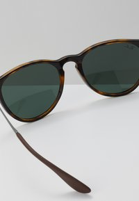 Ray-Ban - ERIKA - Sunglasses - havana green - 2