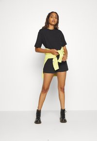 Weekday - CALVALRY - Shorts di jeans - tuned black - 1