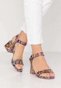 CAFèNOIR - Sandaalit nilkkaremmillä - multicolor/rosa - 0