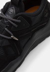 Timberland - MADBURY - Sneakersy niskie - black - 5