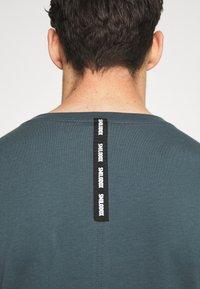 Smilodox - Print T-shirt - graublau - 5