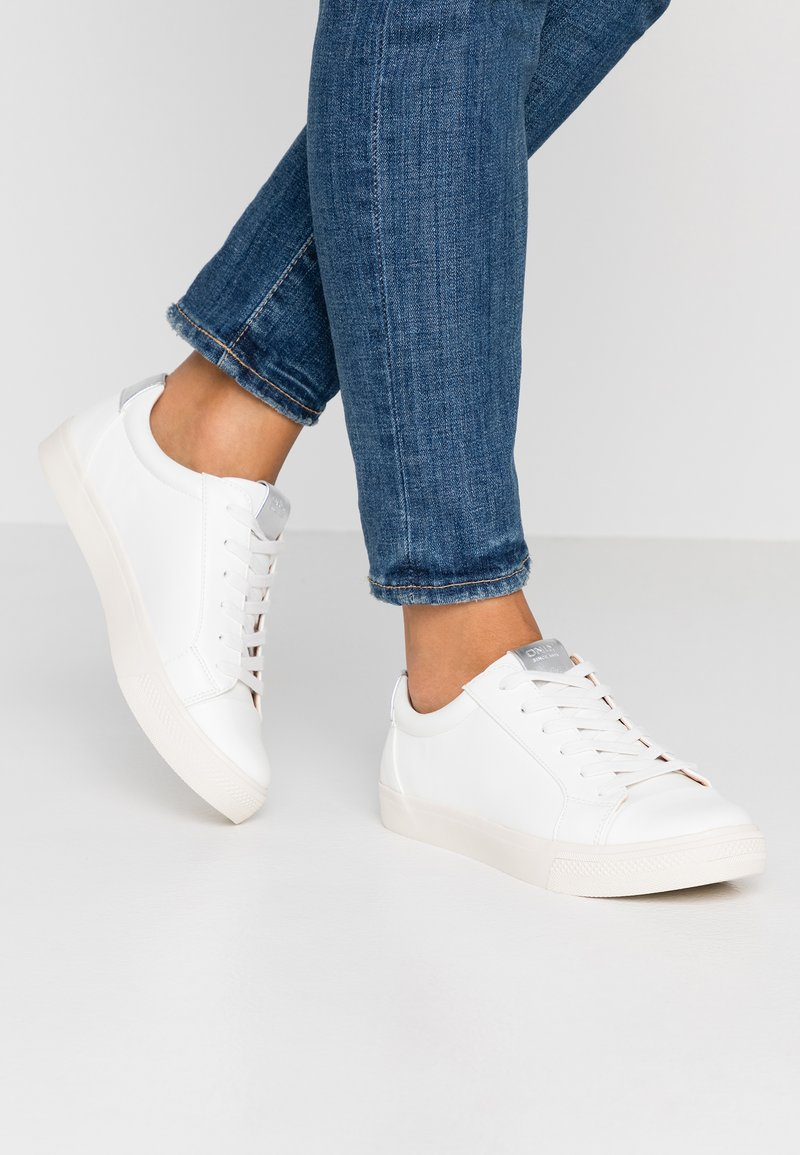 ONLY SHOES - ONLSKYE TOE CAP  - Tenisky - white