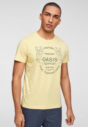 MIT SCHRIFTPRINT - Print T-shirt - light yellow