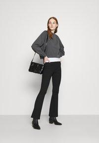 Levi's® - VINTAGE RAGLAN CREW - Bluza - mottled dark grey - 1