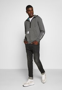 Nike Sportswear - HOODIE - Jersey con capucha - iron grey/black - 1
