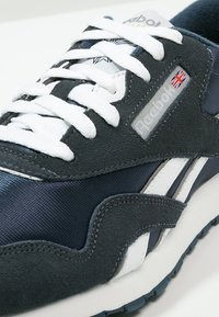 Reebok Classic - CLASSIC NYLON BREATHABLE LIGHTWEIGHT SHOES - Sneaker low - team navy/platinum - 6