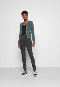 Noisy May - NMCALLIE BREAK - Jeans Skinny Fit - grey denim - 1