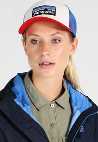 Patagonia - LOGO TRUCKER HAT - Pet - white/fire/andes blue - 5