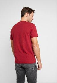 Napapijri - SAXY  - Print T-shirt - rhubarb red - 2