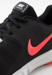 Nike Performance - FLEX CONTROL TR4 - Sports shoes - black/laser crimson/white/photon dust - 5