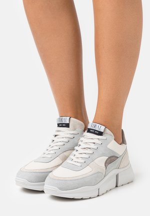 Trainers - white/hielo