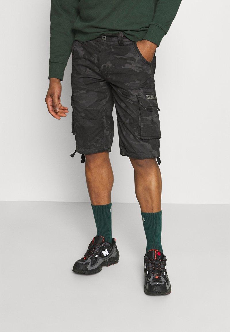 Alpha Industries - JET CAMO - Shorts - black