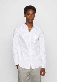 TOM TAILOR DENIM - ALLOVER PRINTED STRETCH SHIRT - Shirt - white - 0