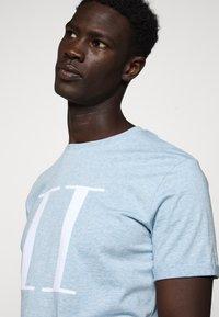 Les Deux - ENCORE  - Print T-shirt - light blue melange - 3