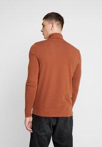 Topman - ALMOND ROLL NECK - Topper langermet - brown - 2