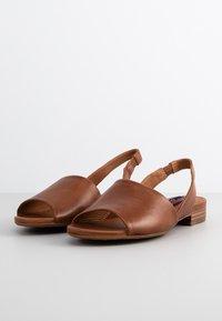 Everybody - Sandals - terra - 1