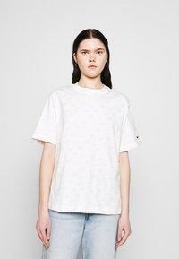 Nike Sportswear - TEE - T-shirt med print - light bone - 0