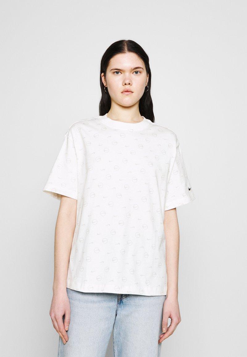Nike Sportswear - TEE - T-shirt med print - light bone