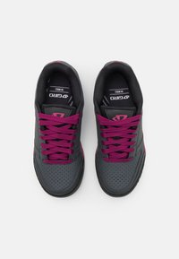 Giro - RIDDANCE - Cycling shoes - dark shadow/berry - 3
