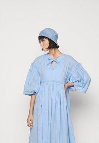 Henrik Vibskov - DARLING DRESS - Hverdagskjoler - light blue - 5