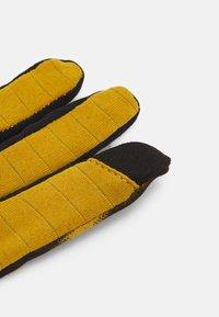 Nike Performance - MENSWILDRUN PRINTED SPHERE GLOVES UNISEX - Gloves - ochre/black/silver - 1
