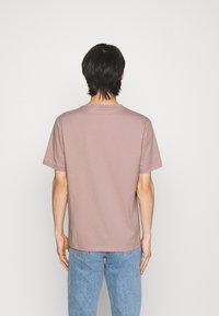 HUGO - DIRAGOLINO - Basic T-shirt - light/pastel brown - 2