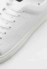 Joshua Sanders - SQUARED SHOES - Trainers - white - 4