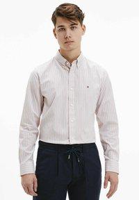 Tommy Hilfiger - BOLD STRIPE REGULAR FIT - Shirt - rose - 0