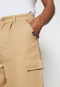 Vintage Supply - BAGGY CARPENTER TROUSERS - Trousers - sand - 5