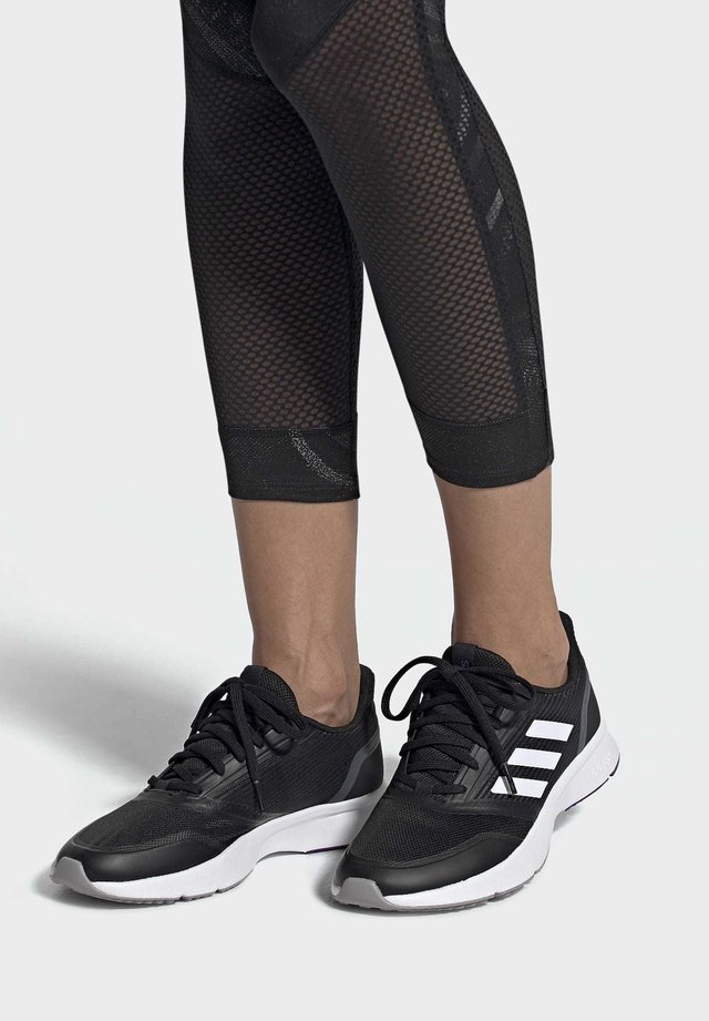 NOVA FLOW SHOES - Chaussures de running stables - black