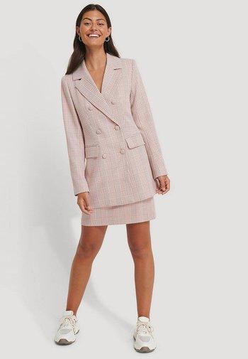 Krótki płaszcz - pink/white