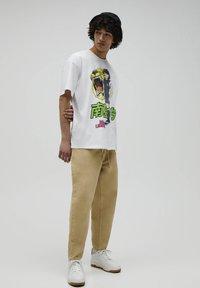 PULL&BEAR - NARUTO - Print T-shirt - white - 1
