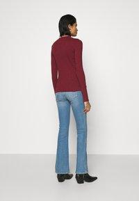 Lee - HI NECK TEE - Long sleeved top - red ochre - 2