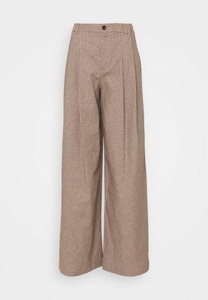 ELATE - Trousers - braun