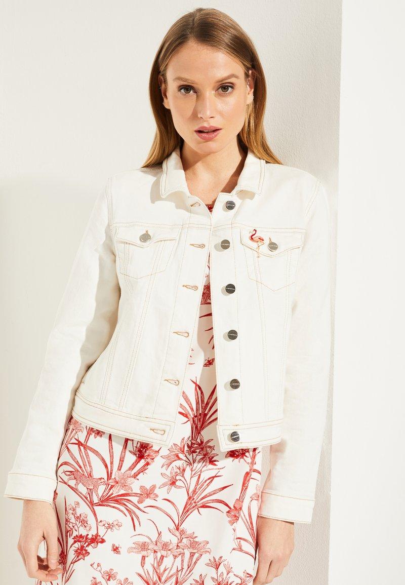 comma - MIT BROSCHE - Denim jacket - white