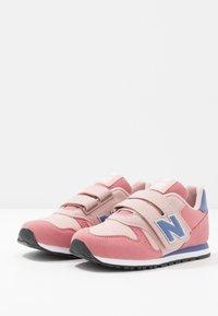 New Balance - Sneakers basse - pink/grey - 3