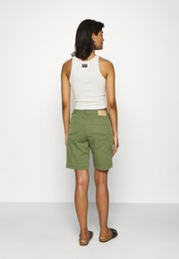Mos Mosh - DECOR - Shorts - oil green - 2
