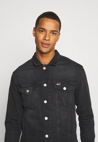 Tommy Jeans - REGULAR TRUCKER JACKET - Jeansjacka - max black - 3