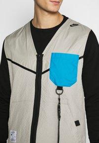 Nike Sportswear - VEST - Väst - stone - 5
