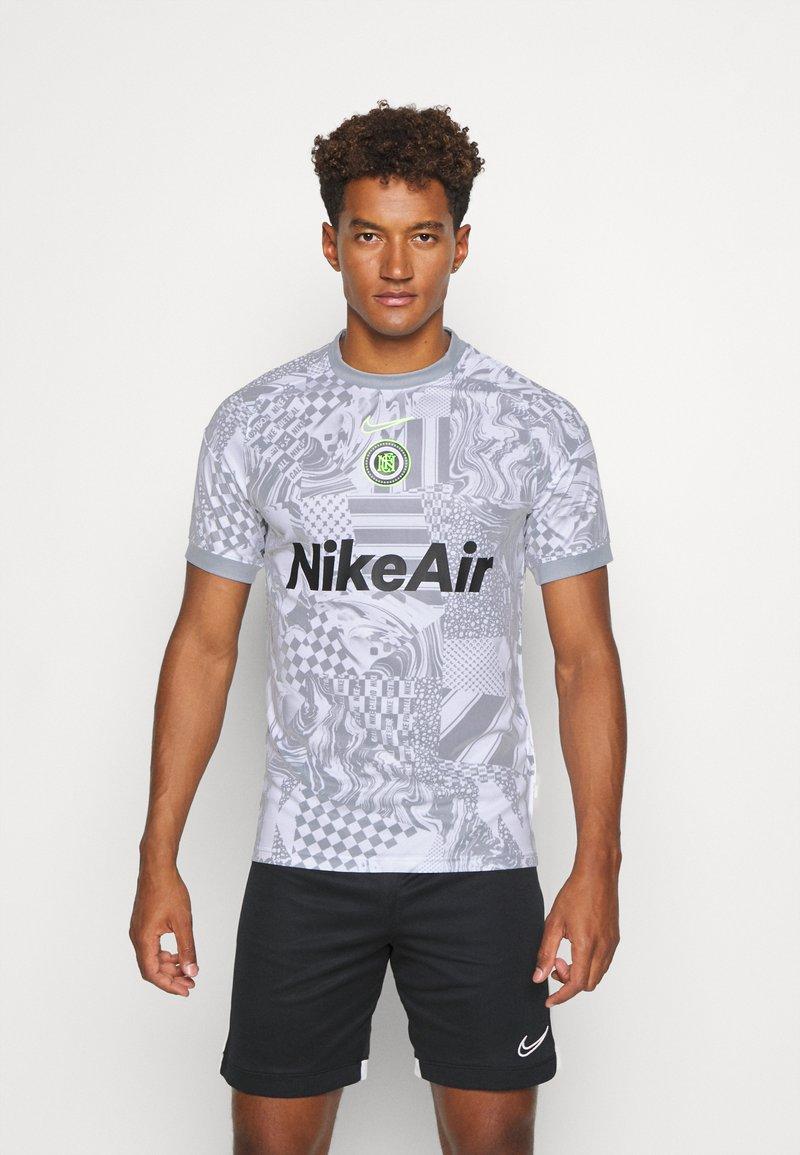 Nike Performance - HOME - Print T-shirt - white/light smoke grey/reflective black