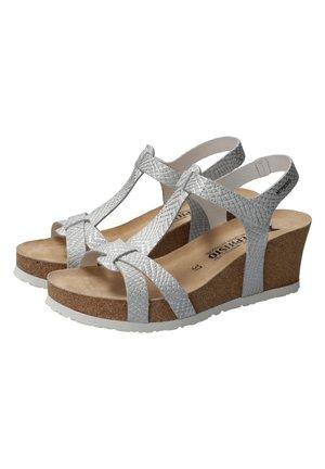 Wedge sandals - white