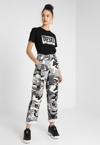 Diesel - T-FOIL - T-Shirt print - schwarz - 1