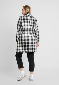 CAPSULE by Simply Be - DETACHABLE TRIM BELTED CHECK WRAP COAT - Manteau court - black - 2