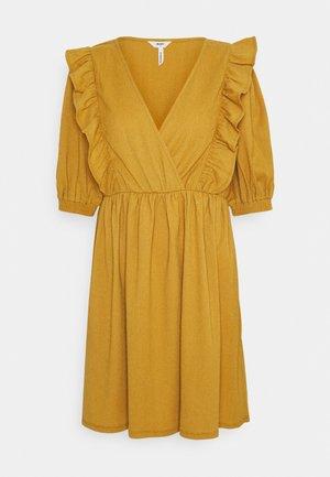 OBJCAROLYN DRESS - Jerseykleid - honey mustard