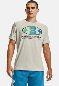 Under Armour - LOCKERTAG  - Print T-shirt - summit white - 0