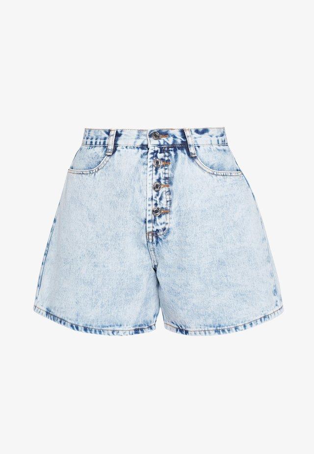 ACID WASH BUTTON MOM  - Shorts di jeans - blue denim